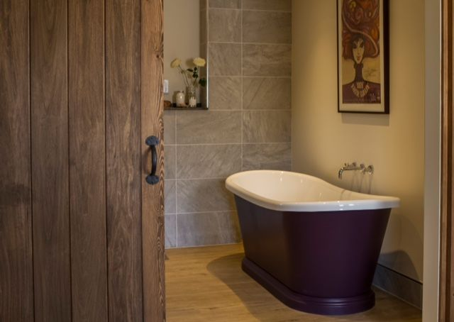 Traditional Country Bathroom. Purple Boat Bath At The Malabar Hotel