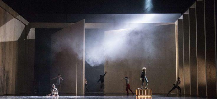 Den Norske Opera og Ballett markerer fremtidsdatoen i filmen «Back to the Future 2» med tidsballett .