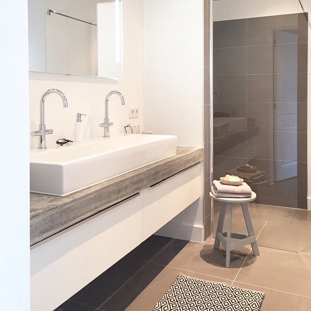 B A T H R O O M ♡ // Finish painting the bathroom ✔️ #bathroominspo #interior4all #huizehorvers