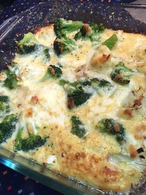 カリフラワー&ブロッコリーのチーズ焼き     簡単&ヘルシーです♪カリフラワーとブロッコリーのやさしい風味がたっぷりの一品です♪  材料 ブロッコリーの茎 100g カリフラワー 100g ◎卵(M) 3個 ◎ヨーグルト(プレーン) 大さじ2 ◎マヨネーズ 大さじ2 ◎メグナッツ 少々 ◎パルメザンチーズ(粉) 大さじ2 塩、こしょう お好みで モッツァレラチーズ 100g