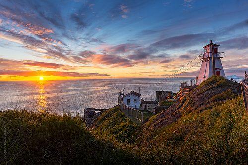 sunrise at Fort Amherst, St. John's, Newfoundland | Flickr: Intercambio de fotos