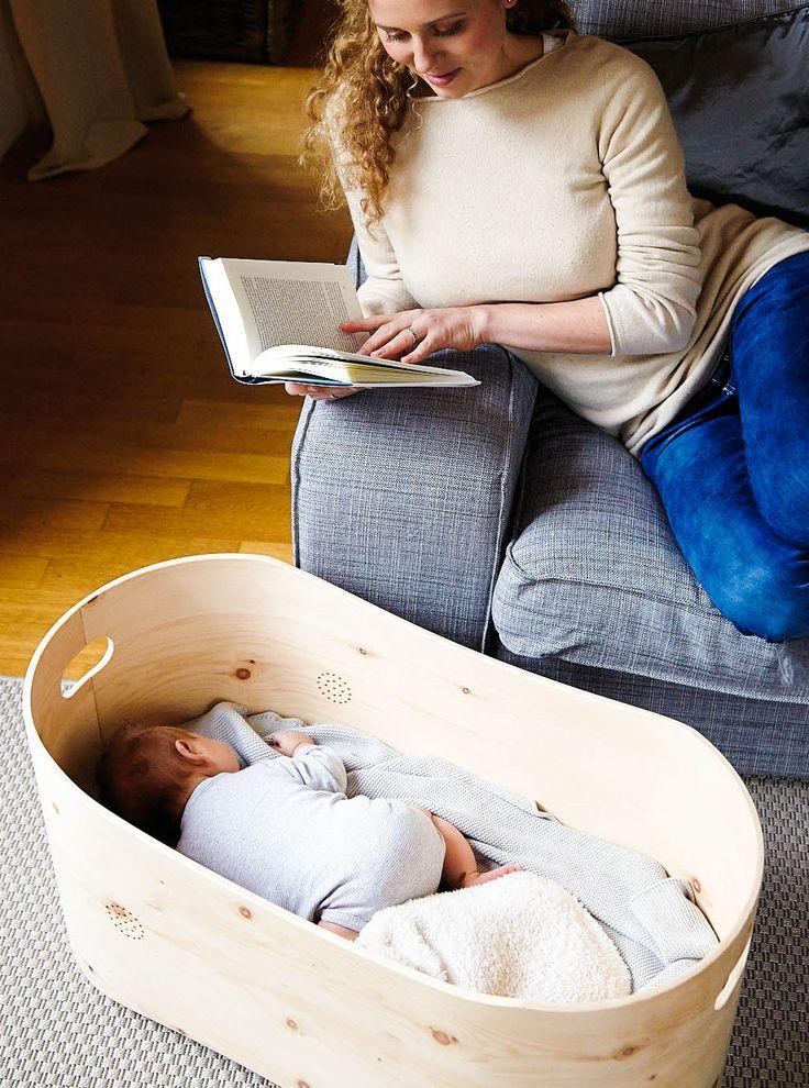 Bennis Nest: ein Babybett aus beruhigendem Zirbenholz, entwickelt von den Eltern eines Frühchens auf der Suche nach geborgenem Schlaf