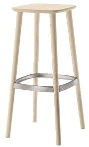 Babila barpall finns i två olika höjder men även som stol och pall. En barpall som kan väljas med träsits eller klädd sits. Det går även att välja bland olika färger och vid klädd sits olika klädselval.  #barpallar #dialoginterior