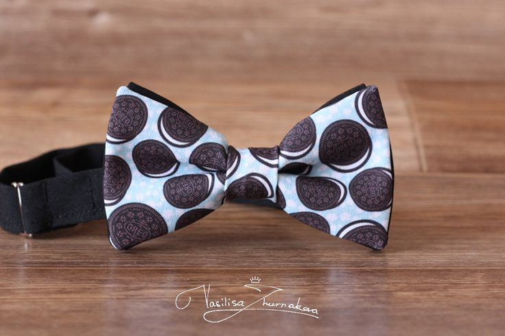 Oreo Bowtie, Creative bow tie, Red bow ties, Funny bow tie, Creative pattern, Designer bowtie by BowTiesFactory on Etsy https://www.etsy.com/listing/485683961/oreo-bowtie-creative-bow-tie-red-bow