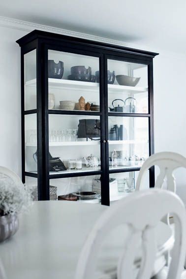 mixing antique and modern furniture, in a harmony of gray, relieved by black and white graphic accents.