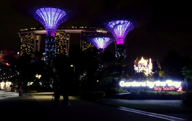 Travel and Lifestyle Diaries Blog: Singapore Marina Bay Waterfront: Hawker Dinner at Satay by the Bay