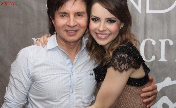 Segundo Xororó, Sandy é responsável por corrigir as letras de música da dupla