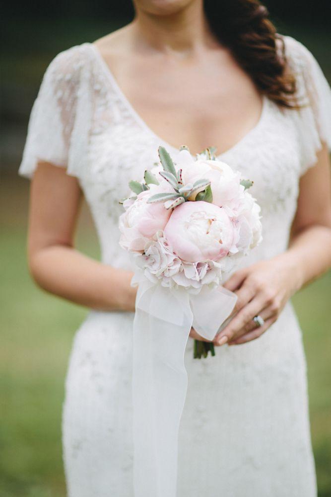 Toz pembe şakayıklar her zaman güzeldir... Photocredit http://www.xkalpy.com/ / gelinlik #pronovias / gelin buketi #vesaire http://vesaire.me/ #wedding #weddingday #weddingideas #inspiration #love #bride #bridal #gown #flowers #peonies #pinkishwhite #düğün #dugun #gelin #gelinlik #tozpembe #beyaz #ask #çiçek #cicek