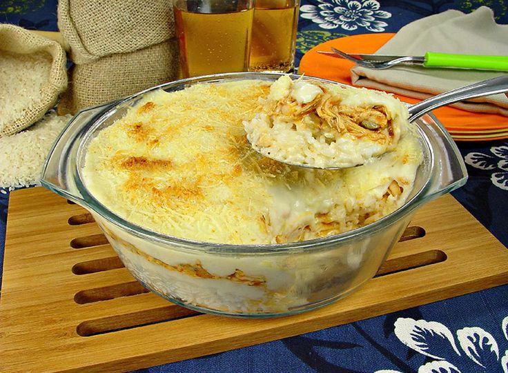 Para fazer um prato diferente nem sempre precisamos de uma receita difícil! Faça hoje mesmo um arroz ao forno recheado com frango e sirva para a família!