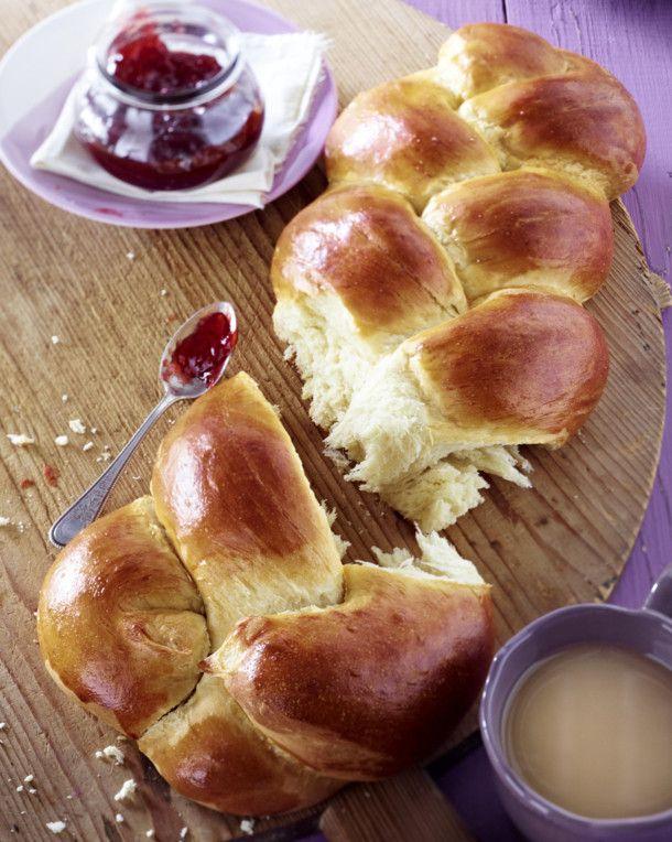 Unser beliebtes Rezept für Geflochtenes Brioche-Brot und mehr als 55.000 weitere kostenlose Rezepte auf LECKER.de.