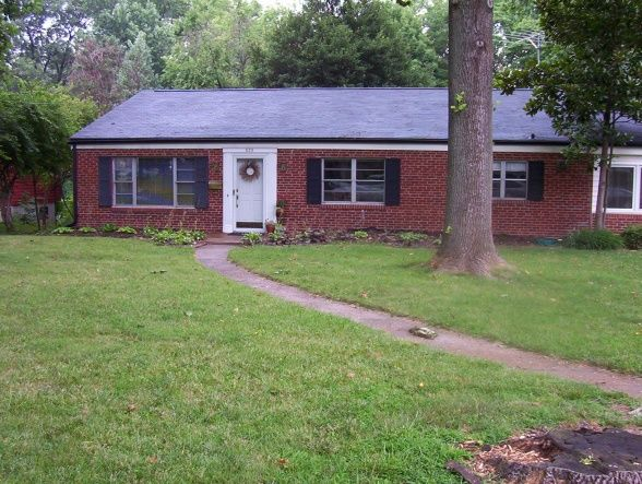 35 best images about red brick ranch on pinterest house for Brick houses without shutters