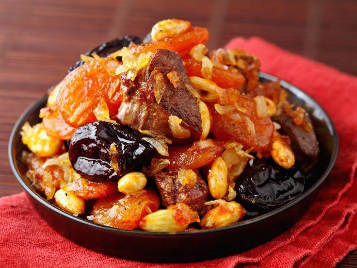 abricot, raisins secs, agneau, oignon, huile d'olive, coriandre, cannelle, gingembre, clou de girofle, eau, sel, poivre