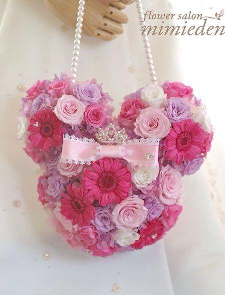 プリザーブドフラワーのバッグブーケ。  ディズニーランドのホテル挙式の花嫁様が手作りブーケレッスンで制作されました。  スワロフスキーを散りばめました。