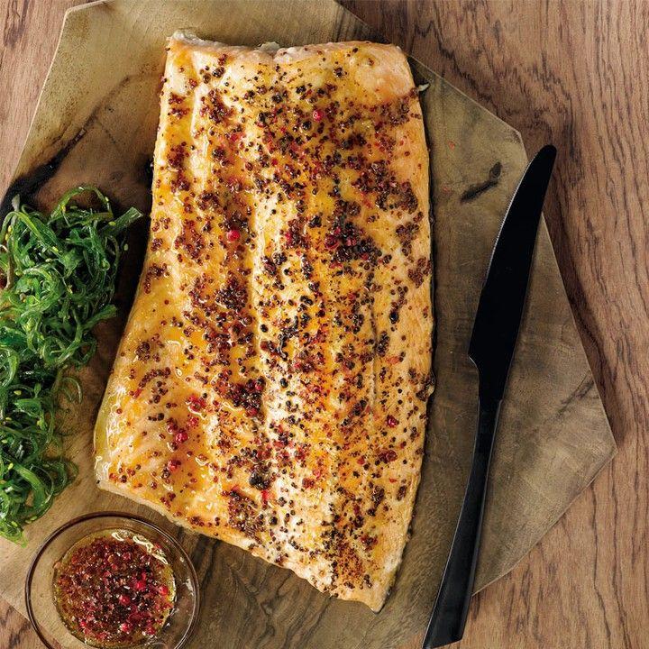 Salmón glaseado y ahumado con sirope de arce mostaza en grano y sal marina. Nuestra receta del mes en el #ClubDelGourmet  by elcorteingles
