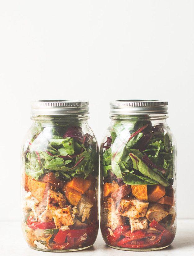 Del sudoeste pollo Fajita Mason Jar Ensalada | 19 Deliciosos almuerzos para oficina con menos de 400 calorías