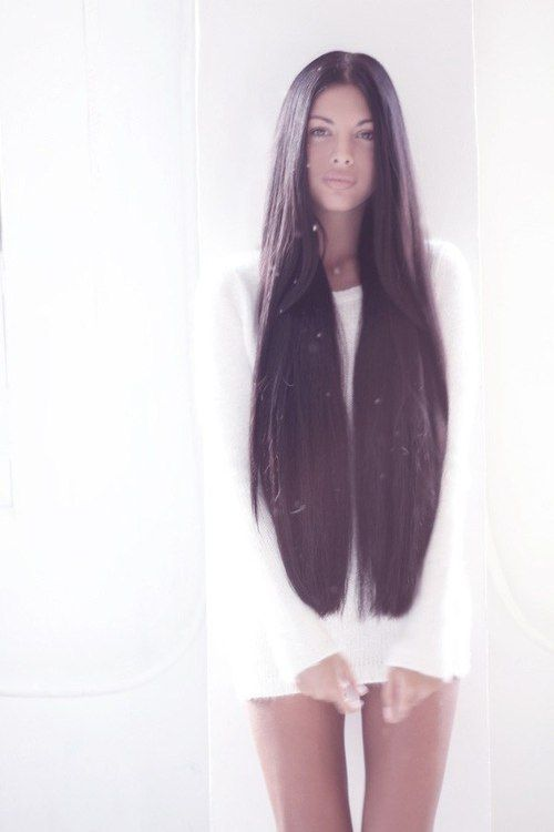 Her hair looks gorgeous but I cannot imagine dealing with such long hair every day! Unless one were a model...