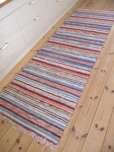 Ihastusta herättävä lattian ja maton yhdistelmä.