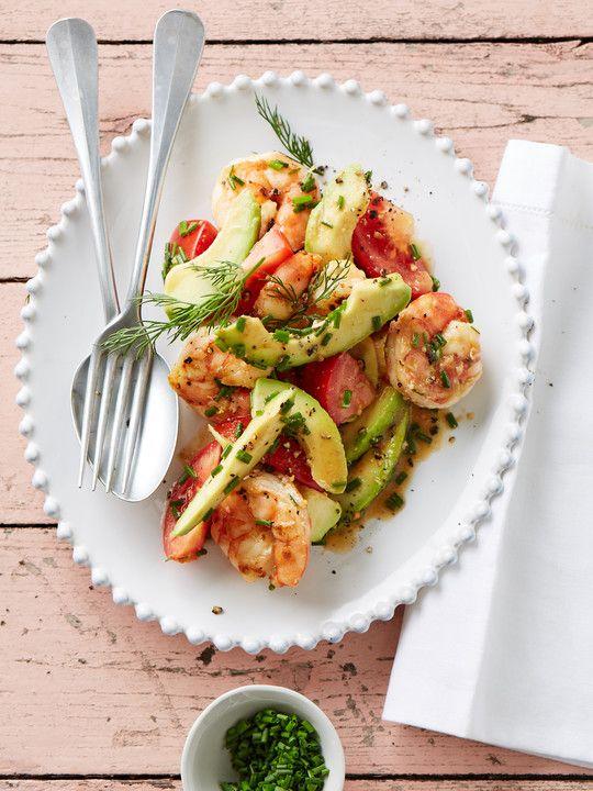Tomaten – Avocado – Salat mit gebratenen Garnelen