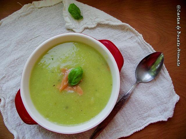 Supă-cremă de dovlecei cu somon afumat