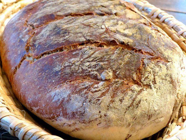 Už vás nebaví jíst chleba, kterého se stěží dotkne ruka pekaře? Zkuste si upéct vlastní, zžitného kvásku, který se zdarma rozdává po celé České…