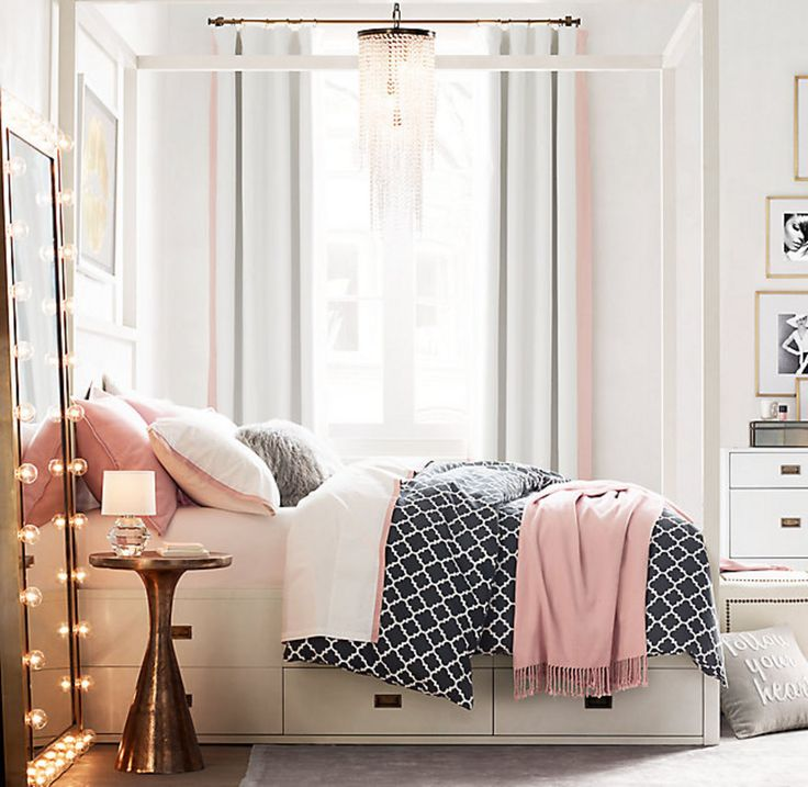 Small bedroom color ideas | White and gold small bedroom. | For more inspirations visit: www.bedroomideas.eu | #bedroom designideas #modernbedroomideas #bedroomfurnituredesign
