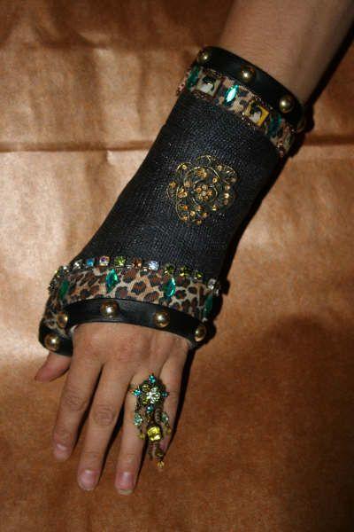 8 best images about bling cast on pinterest trips dress for Arm cast decoration ideas
