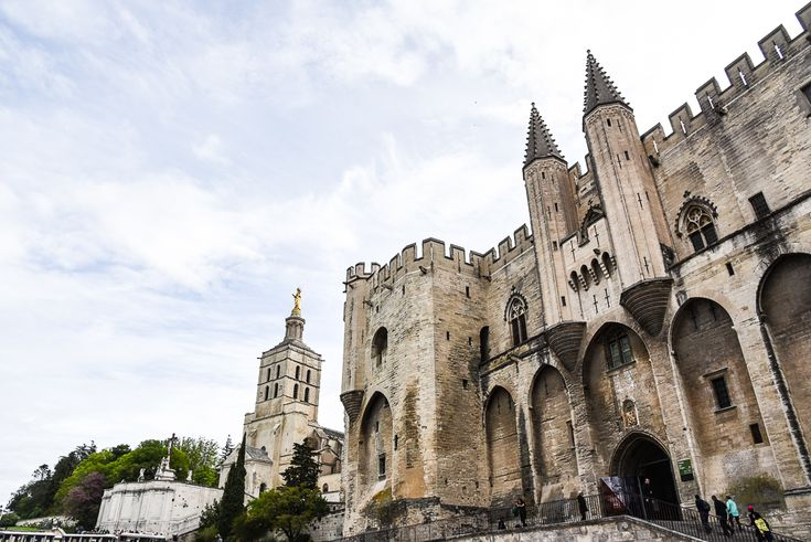 A Day in Avignon and Wine Tasting in Provence