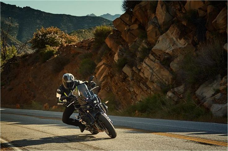 Yamaha Dealer Marketing - Product Photos - 2017 FZ-10
