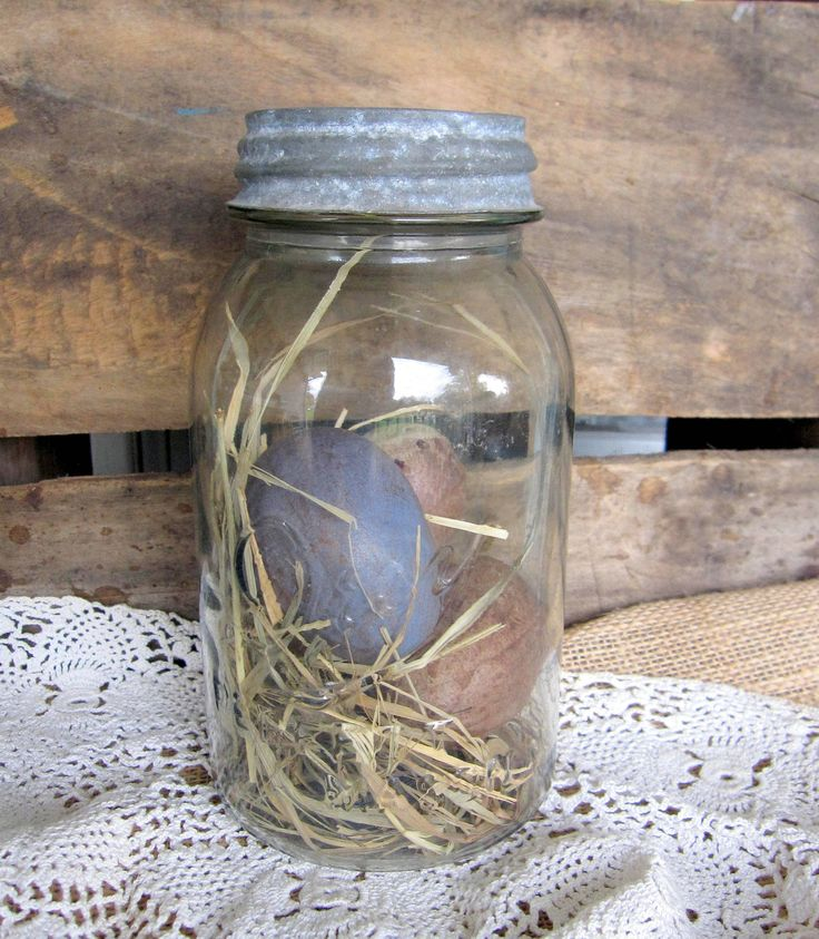 Old Mason Jar for Spring...with prim eggs & straw. Good for everyday and Easter :)