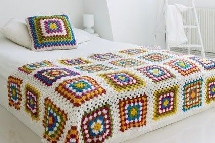 Colcha de ganchillo: Crochet Blankets, Beds Covers, Crochet Granny, Granny Squares Blankets, Idea, Color Combos, White Rooms, Beautiful Crochet, Knits