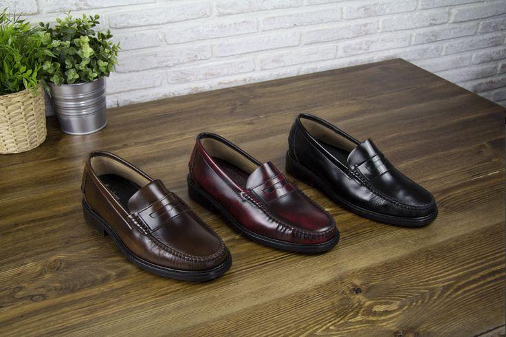 """Mocasines """"Arosa"""" de Masaltos.com para la primavera. Disponible en tres colores diferentes: marrón, burdeos y negro. El mocasín de Masaltos.com presenta una horma italiana muy estilizada perfectamente combinable con pantalones ajustados o vaqueros. #loafers #masaltos #zapatosconalzas #elevatorshoes https://www.masaltos.com/es/zapatos-con-alzas-hombre/tronisco/modelo-arosa/564/1"""
