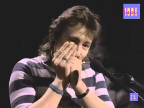 Uploaded by mattervalley on Oct 30, 2010    Julian Lennon - To late for Goodbyes - 1984