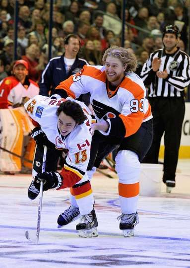Voracek uses Johnny Gaudreau to score on Breakaway challenge.  2015 Honda NHL All-Star Skills Competition - 24/01/2015 - Calgary Flames - Photos
