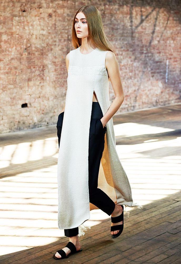 rochie peste pantaloni alb cu negru