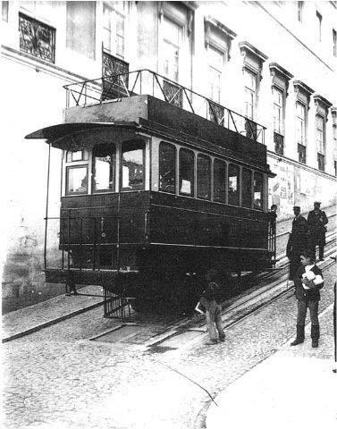Elevador da Glória no início do século XX (fotografia inédita publicada pela primeira vez em «Photographias de Lisboa 1900»).