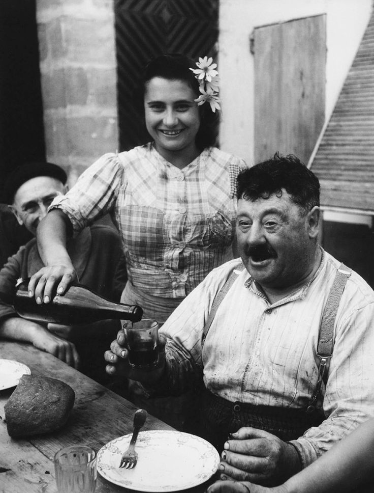 Willy Ronis, Wine grower of Gironde, 1945