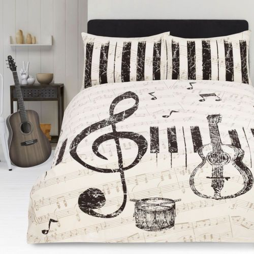 Piano keyboard and musical notes duvet and pillow case