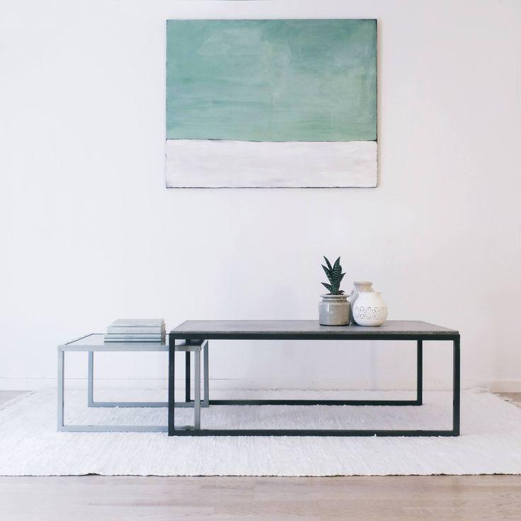 Sofabord sett med betongplate og stålbord.
