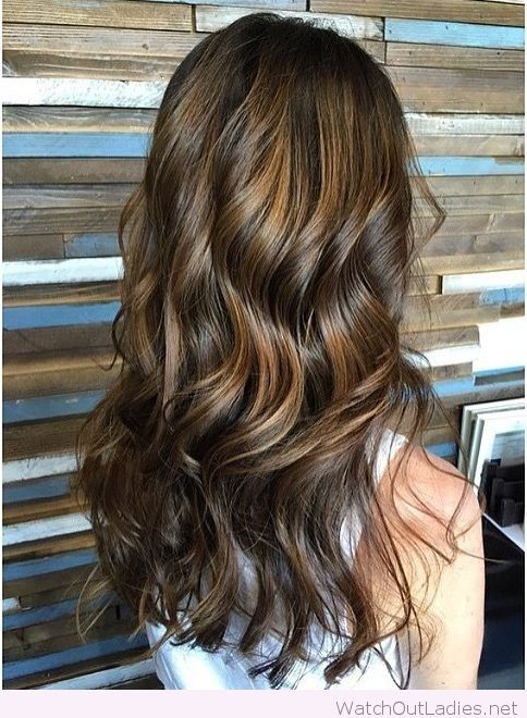 How to achieve the perfect brunette balayage, LOVE that it's caramel not orange!!! Check out now!!