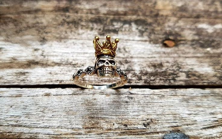 Unique Silver Skull Ring with Crown by Onyx Jewelry Boutique⚜️ See this Instagram photo by @onyx_jewelry • 240 likes