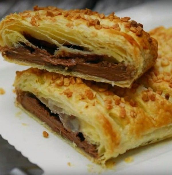 1 roll of puff pastry 1 bar of chocolate (here you can get as creative as you like) 1 egg Chopped hazelnuts