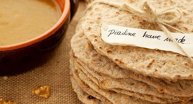 Ecco delle piadine facili da preparare, adatte ad accompagnare molte pietanze.