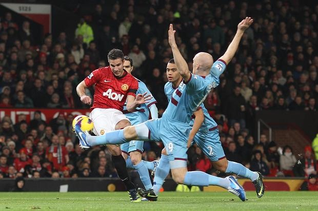 Nov 29 Robin van Persie scored the fastest goal of the Premier League season, timed at 31 seconds, to keep leaders Manchester United a point clear at the summit after a 1-0 win over West Ham United.