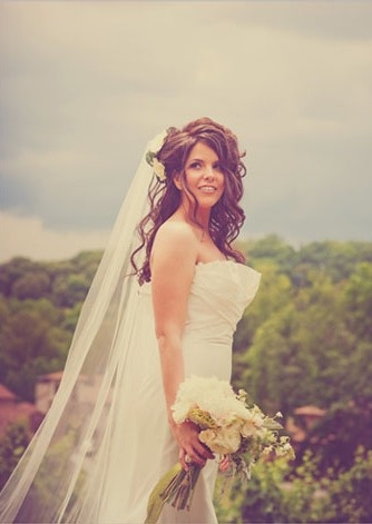Love the hair on this bride.