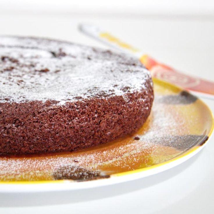 Ecco un classico della merenda dolce: la torta al cioccolato. Noi di Oreegano ve la proponiamo in versione light. (Ricetta di Pera Cannella)