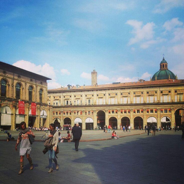 #Bologna Piazza Maggiore // #Italy