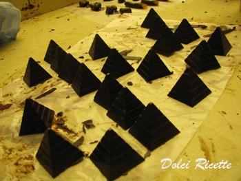 La piramide di Kamal  http://dolciricette.blogspot.it/2010/04/la-piramide-di-kamal.html