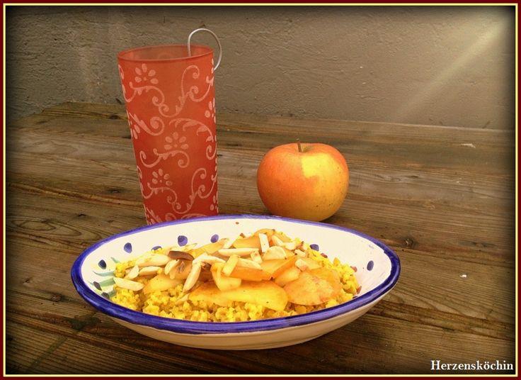 Bulgur mit gebratenen Äpfel und geröstete Mandeln
