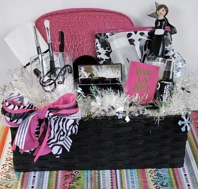 Makeup gift basket diy---@Emily Schoenfeld Schoenfeld Schoenfeld Darnell-- saw this and thought of you :)  @AngelaBurklen I want it so much(: