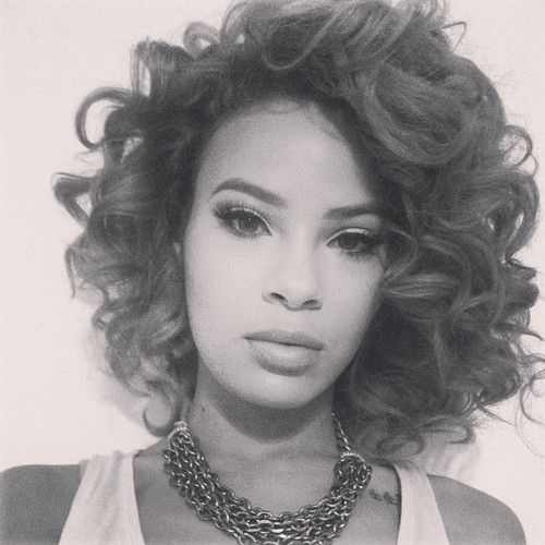 One day I'm going to rock this short curly style. So sexy!
